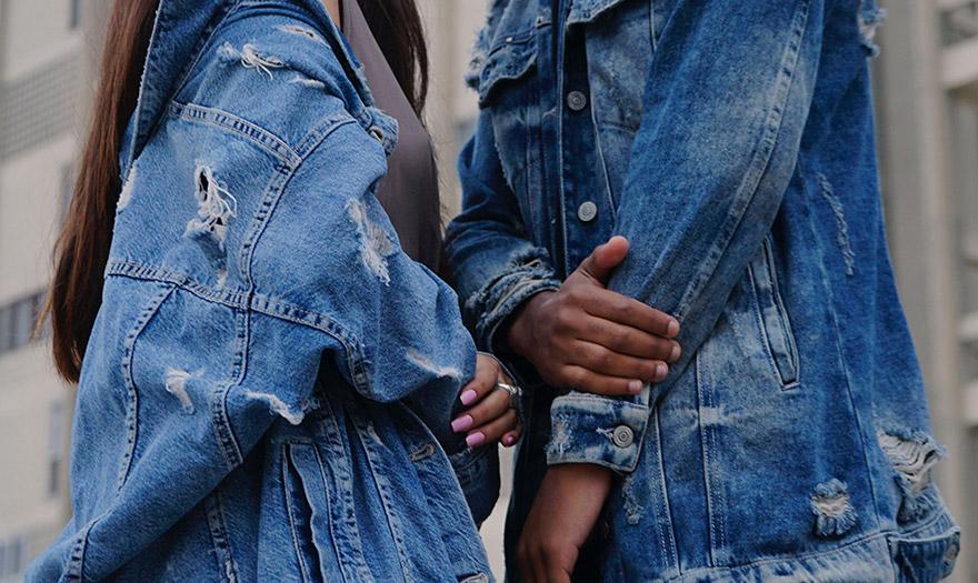 Kurtka jeansowa z przetarciami