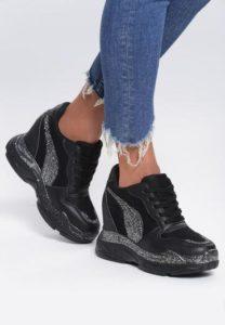 czarne sneakersy do spodni rurek