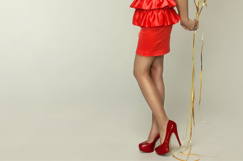 Jakie rajstopy dopasować do czerwonej sukienki? Podpowiadamy