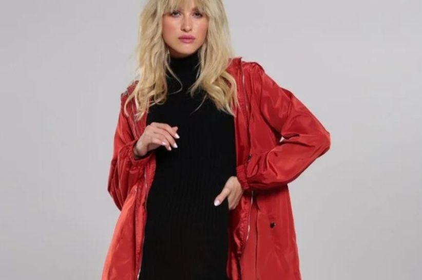 Dla kogo odpowiednia jest czerwona kurtka