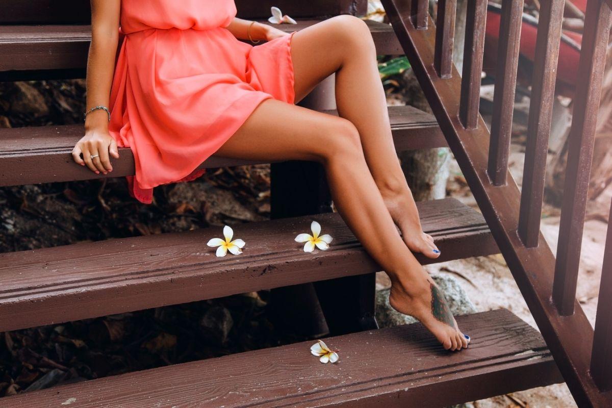 buty do brzoskwiniowej sukienki