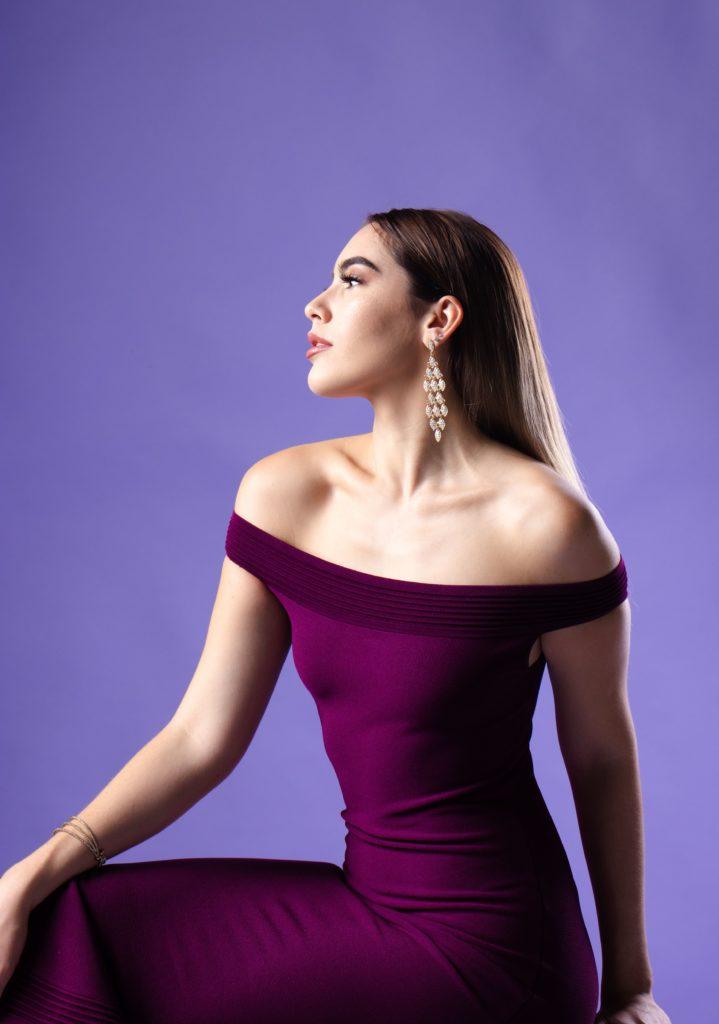 Stylizacje z fioletowa sukienka