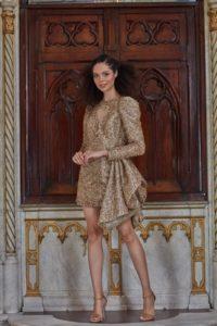 jaka biżuteria do złotej sukienki