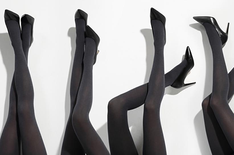 Jakie rajstopy pasują do czarnej sukienki? Blog Renee