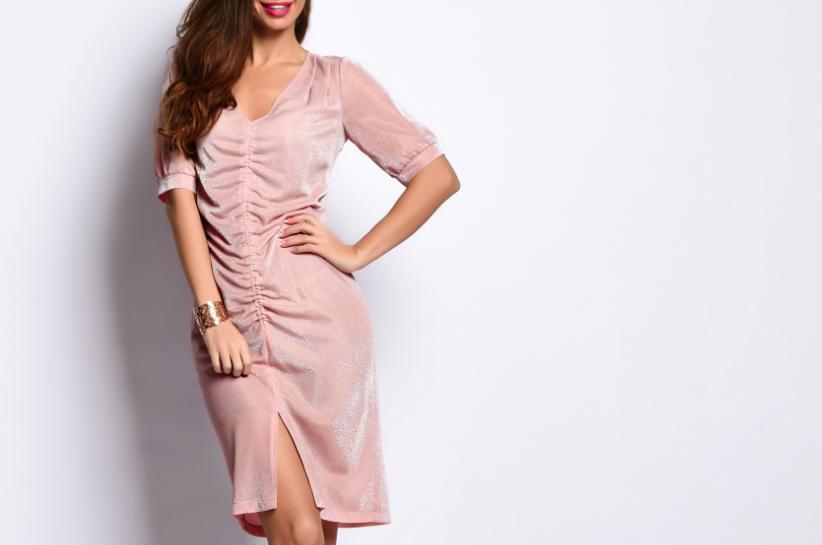 sukienka z drapowaniem stylizacje