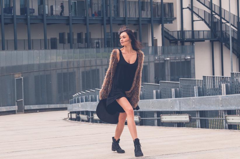 czarna tunika damska stylizacje